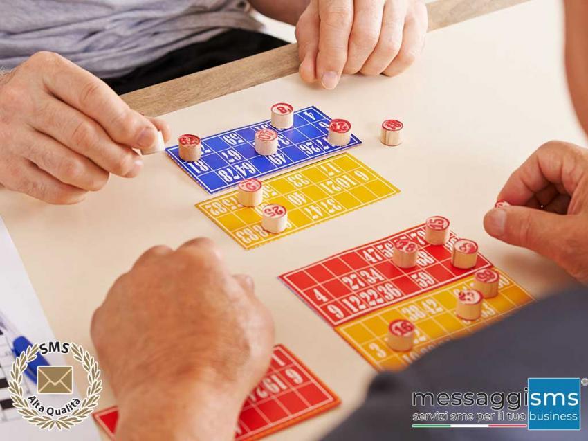 Comunica con i giocatori ed invitali al tavolo da poker con un SMS.